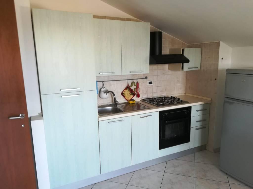 Appartamento in buone condizioni arredato in affitto Rif. 8359142