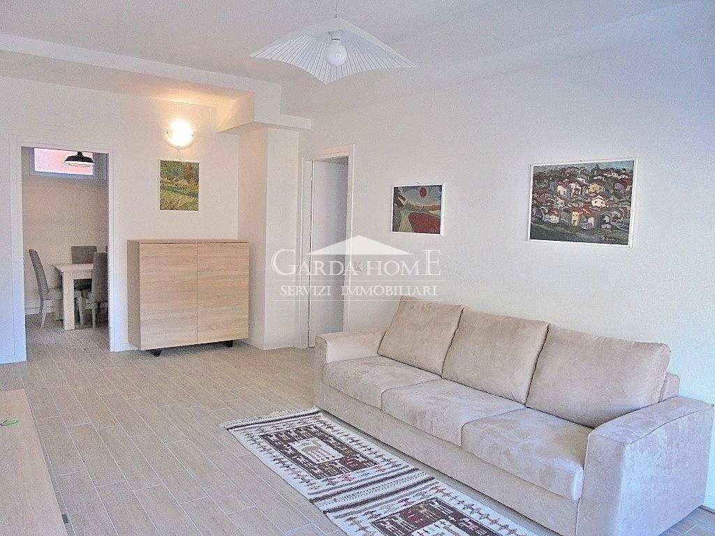 Appartamento in ottime condizioni arredato in affitto Rif. 8328218