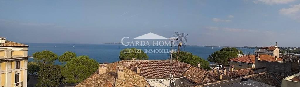 Attico quadrilocale in vendita a Desenzano del Garda (BS)
