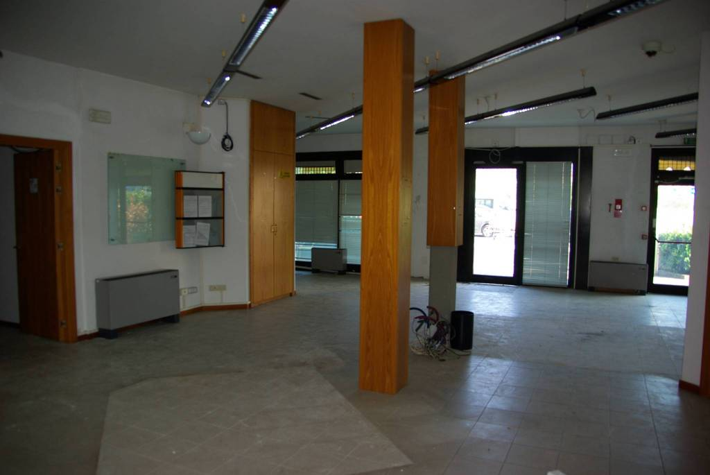 LASTRA A SIGNA centrale , locale commerciale mq.250