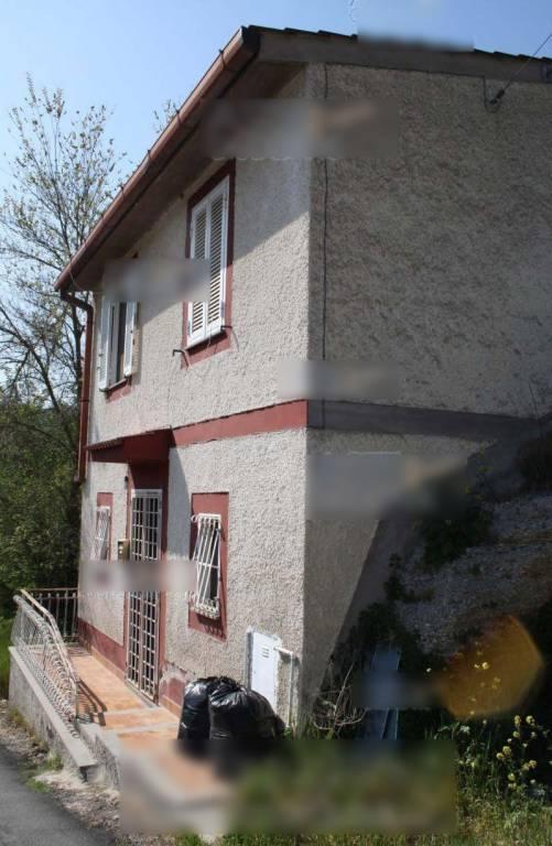 Appartamento in buone condizioni parzialmente arredato in vendita Rif. 8356398