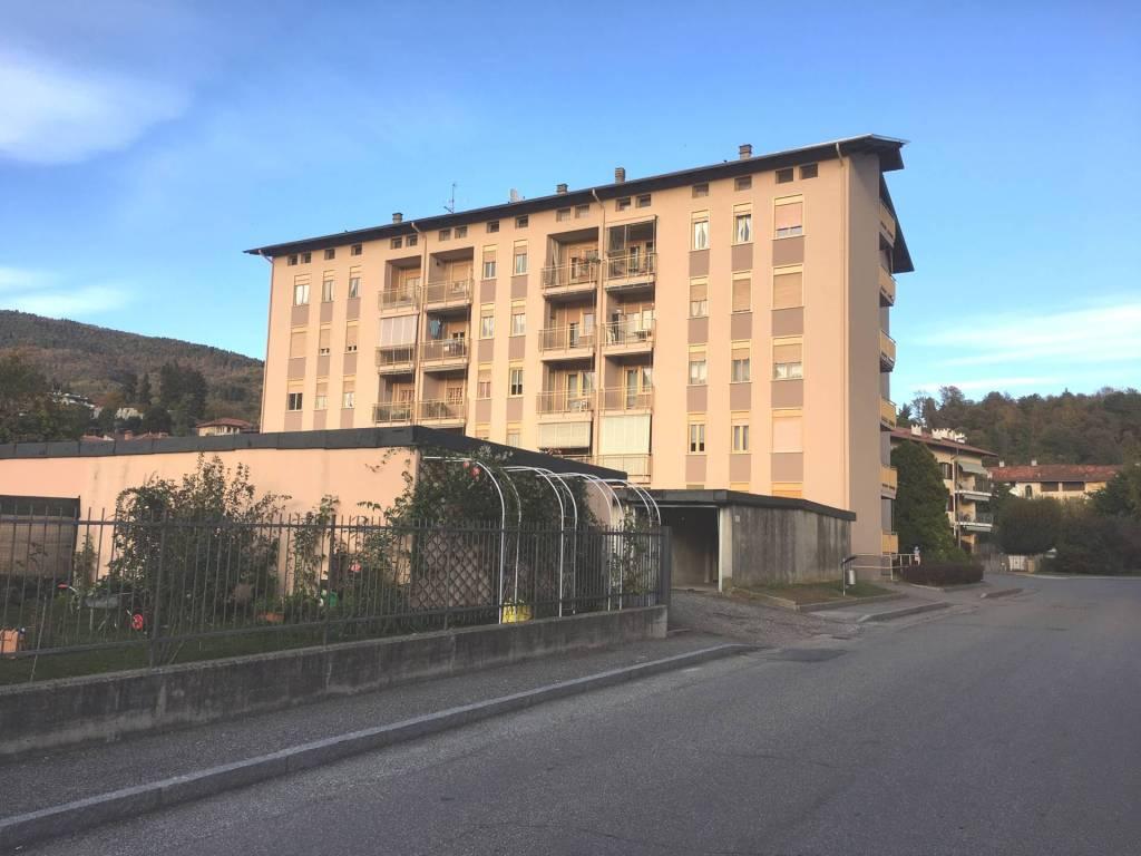 Appartamento in buone condizioni in vendita Rif. 8549912