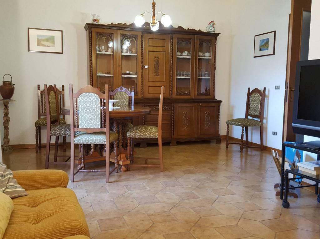 Appartamento in buone condizioni parzialmente arredato in vendita Rif. 6932318