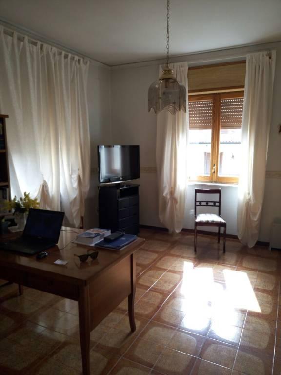 Appartamento in buone condizioni in vendita Rif. 8370163
