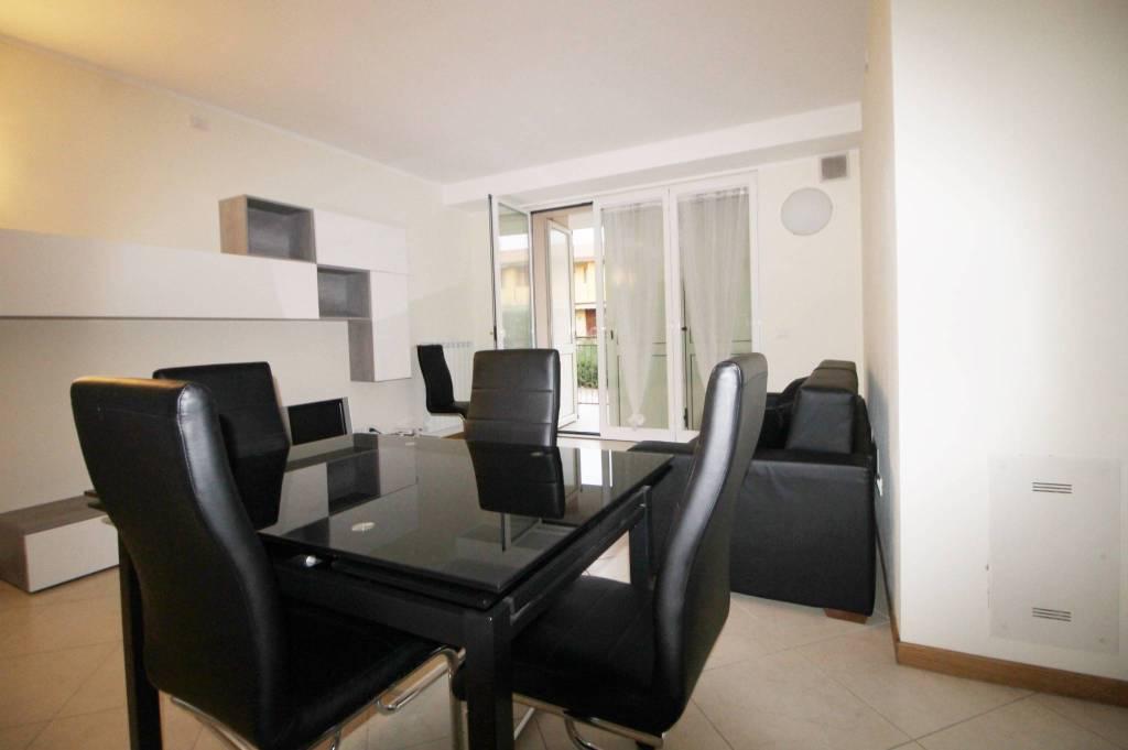 Appartamento in ottime condizioni in affitto Rif. 8372124