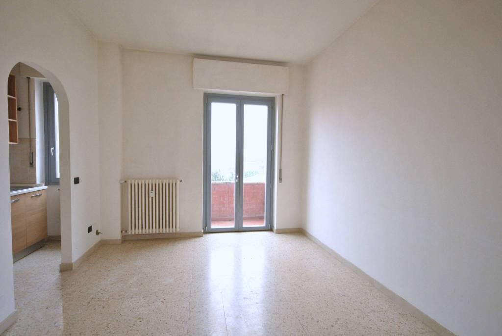 Appartamento in buone condizioni in vendita Rif. 9240459