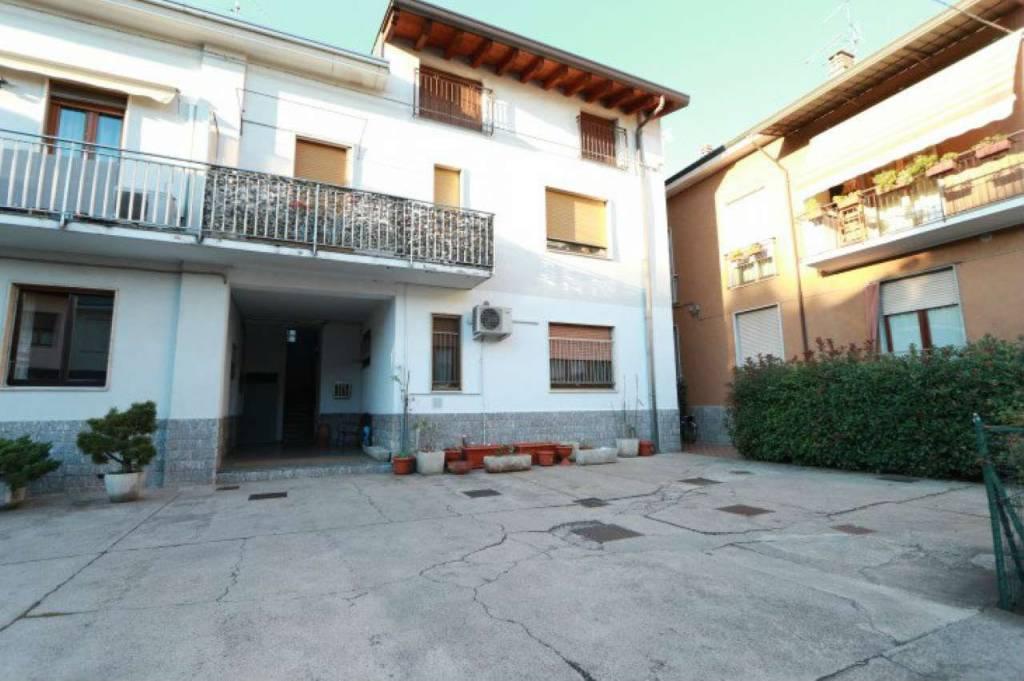 Appartamento in vendita a Origgio, 3 locali, prezzo € 140.000   CambioCasa.it