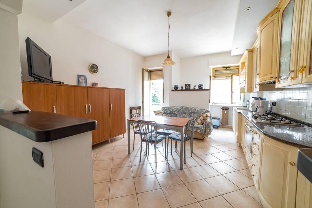 Appartamento in ottime condizioni in vendita Rif. 8372377