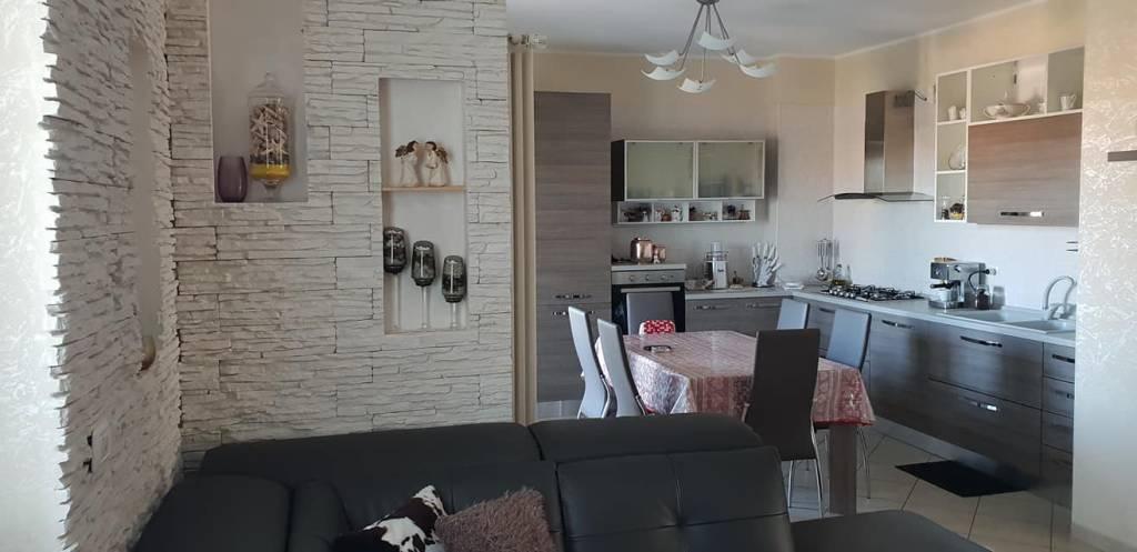 Appartamento in ottime condizioni arredato in vendita Rif. 8371858