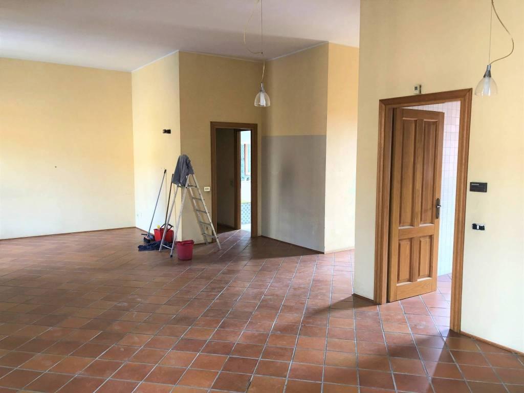 Appartamento in buone condizioni in affitto Rif. 8369520