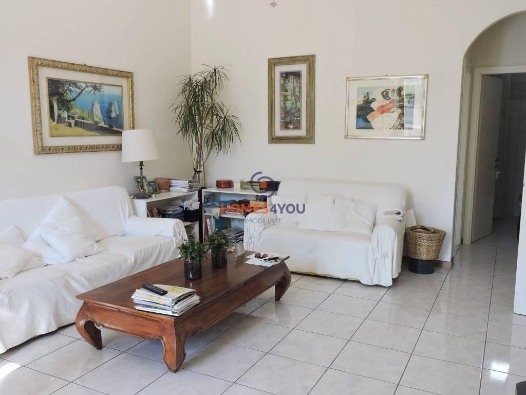 Appartamento in ottime condizioni in vendita Rif. 8372802