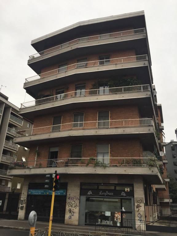 Appartamento in buone condizioni in affitto Rif. 8371080