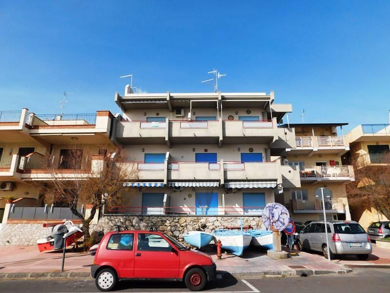 Appartamento in buone condizioni arredato in vendita Rif. 4264630