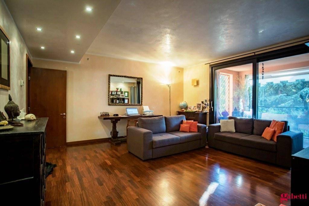 Appartamento in buone condizioni in vendita Rif. 9100227