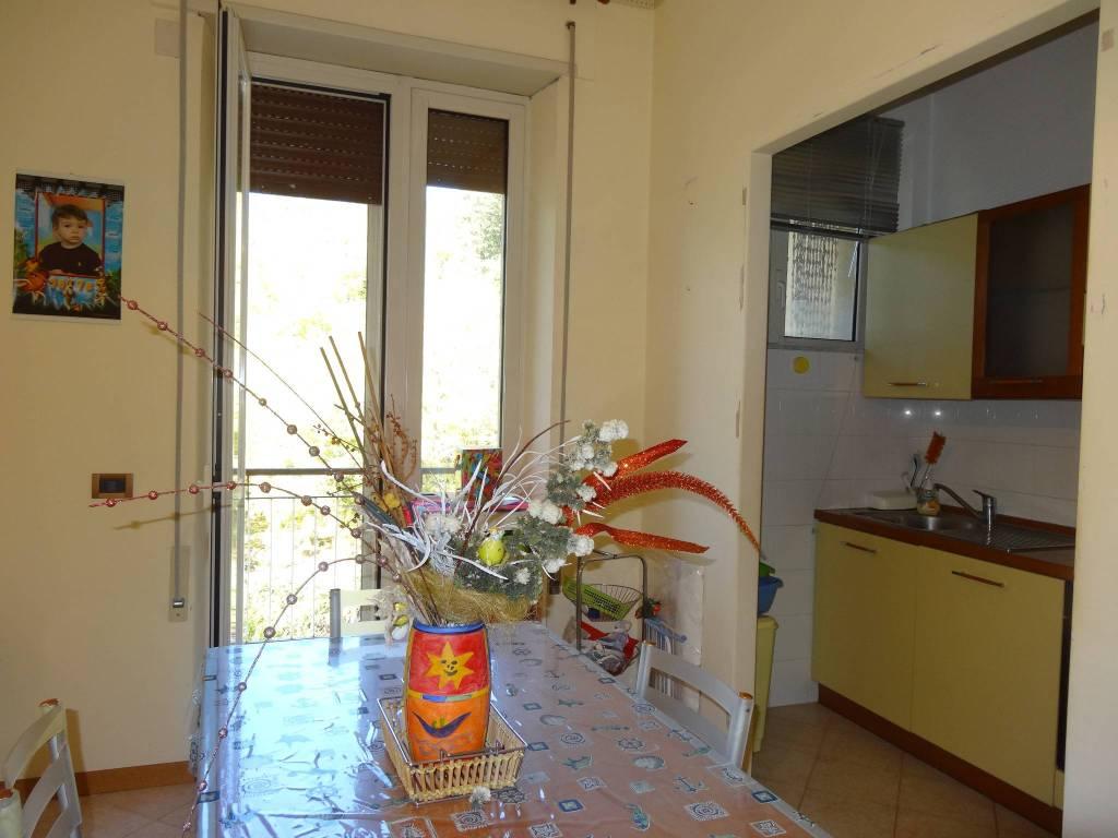 Appartamento in buone condizioni parzialmente arredato in vendita Rif. 8689654