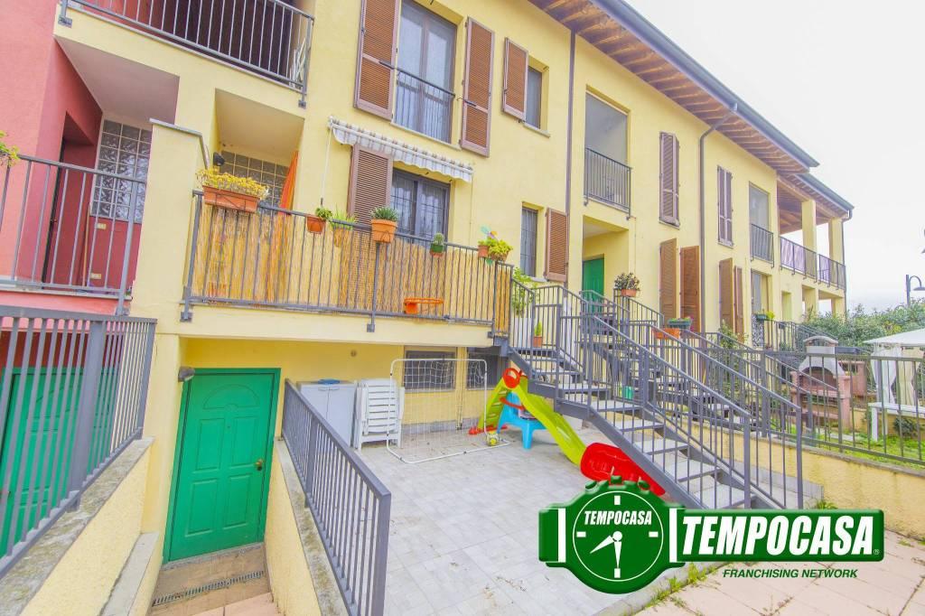 Appartamento in buone condizioni in vendita Rif. 8369033