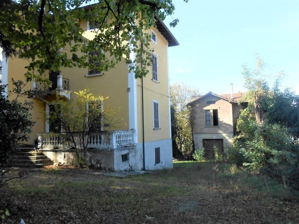 Foto 1 di Villa strada Nazionale Ovest, frazione Ozzano, Collecchio