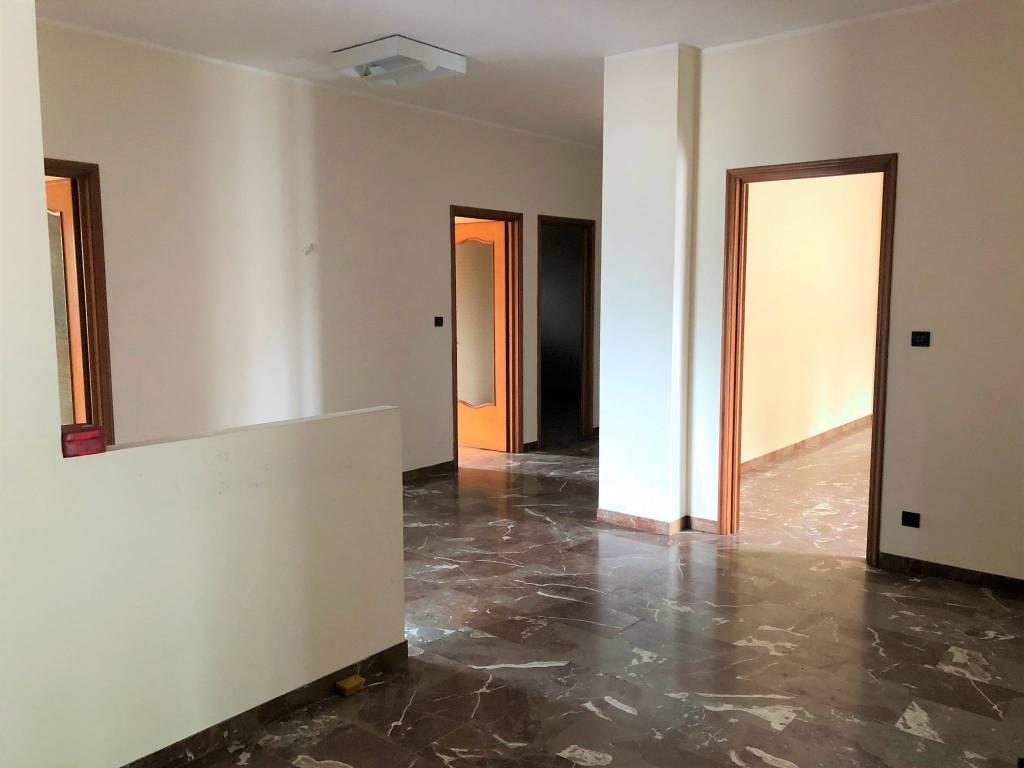 Appartamento in buone condizioni in affitto Rif. 8369521