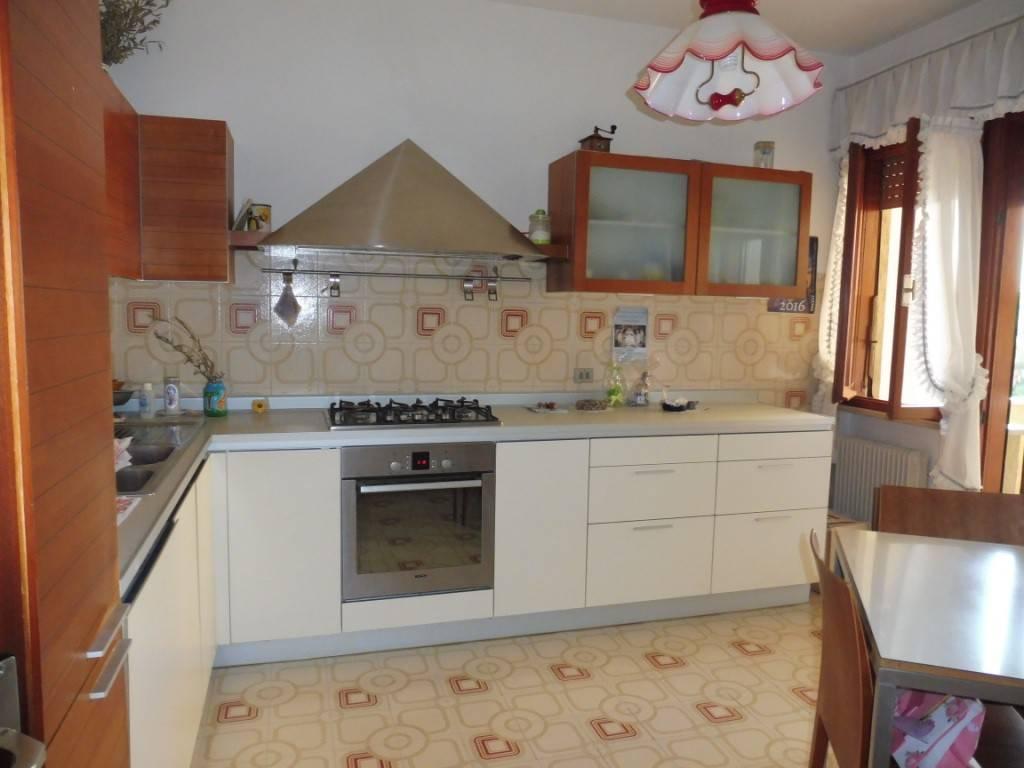 Appartamento in buone condizioni in vendita Rif. 8356192