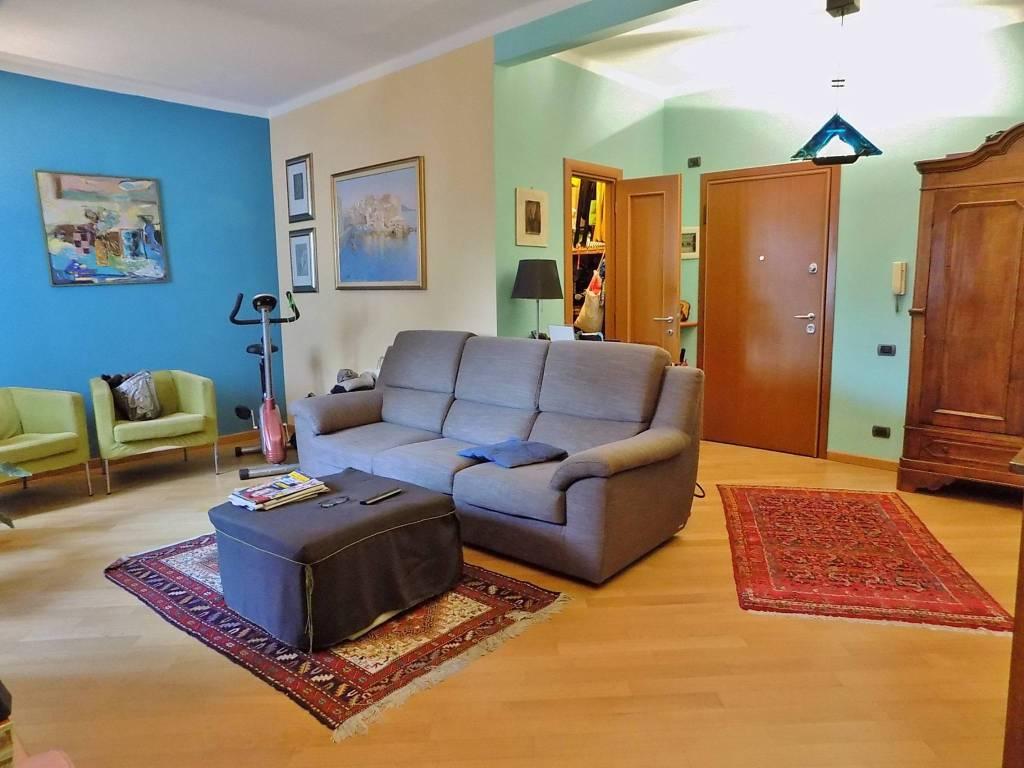 Appartamento in ottime condizioni in vendita Rif. 8369729
