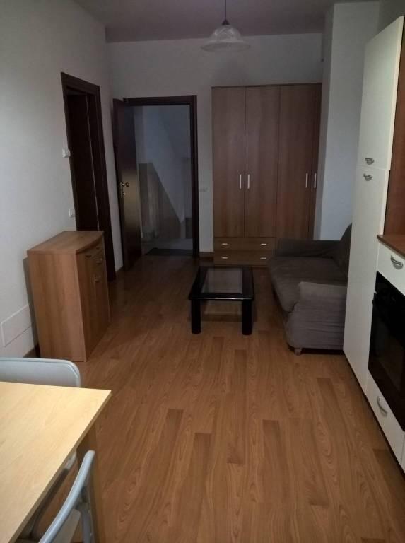 Appartamento in ottime condizioni arredato in affitto Rif. 8372813