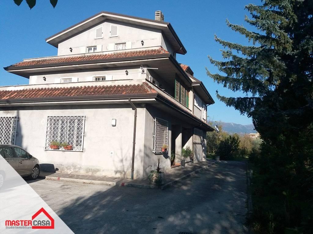 Appartamento in buone condizioni in affitto Rif. 8374224