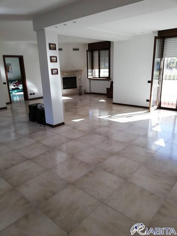 Appartamento in Vendita a Gragnano Trebbiense Periferia: 5 locali, 215 mq