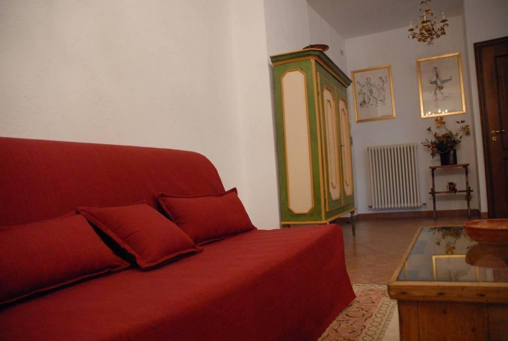 Appartamento in ottime condizioni arredato in affitto Rif. 8371465