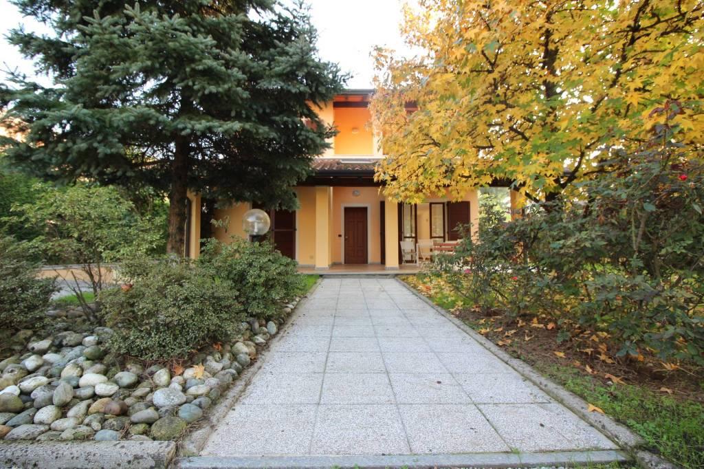 Villa in buone condizioni arredato in vendita Rif. 8370562