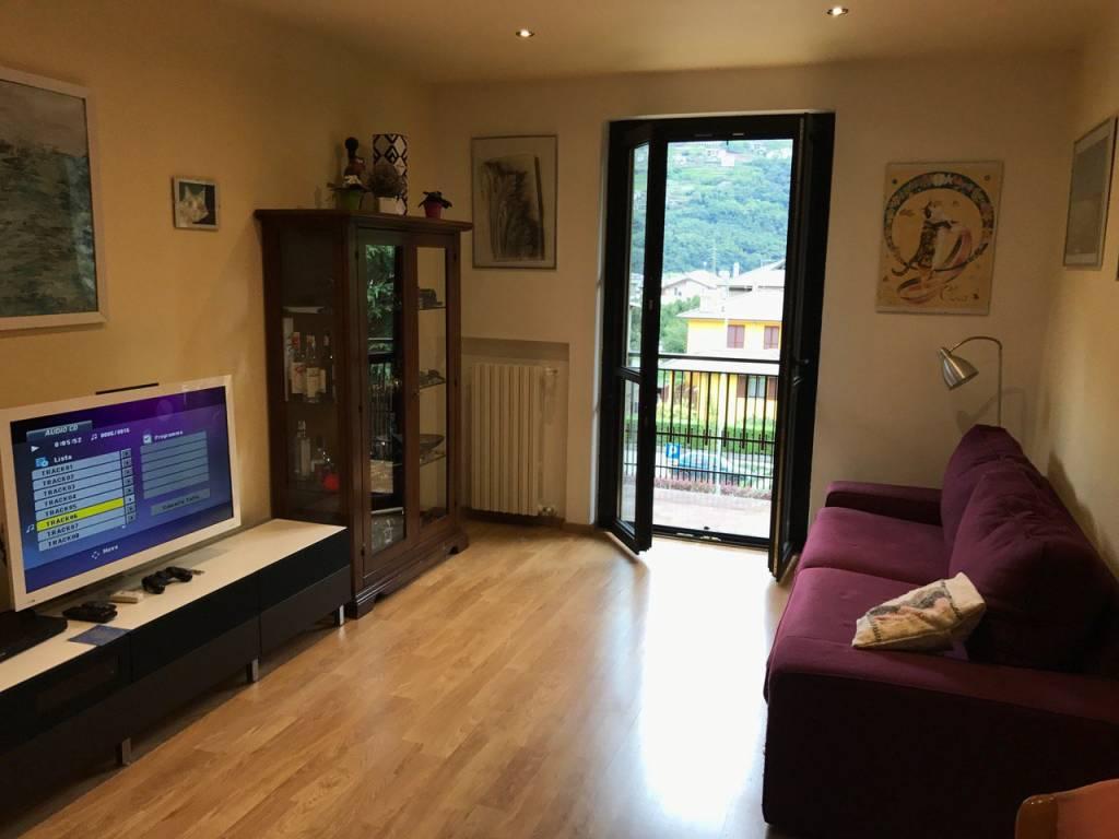 Appartamento in ottime condizioni arredato in vendita Rif. 8374108