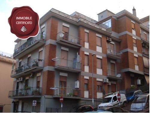 Appartamento in ottime condizioni parzialmente arredato in affitto Rif. 8369722