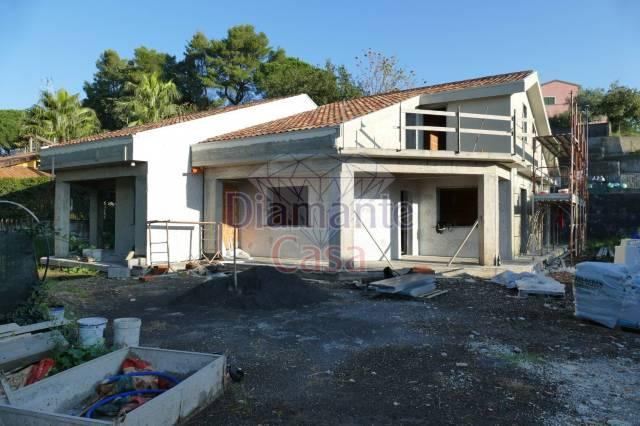 Villa in Vendita a Viagrande Centro: 5 locali, 160 mq
