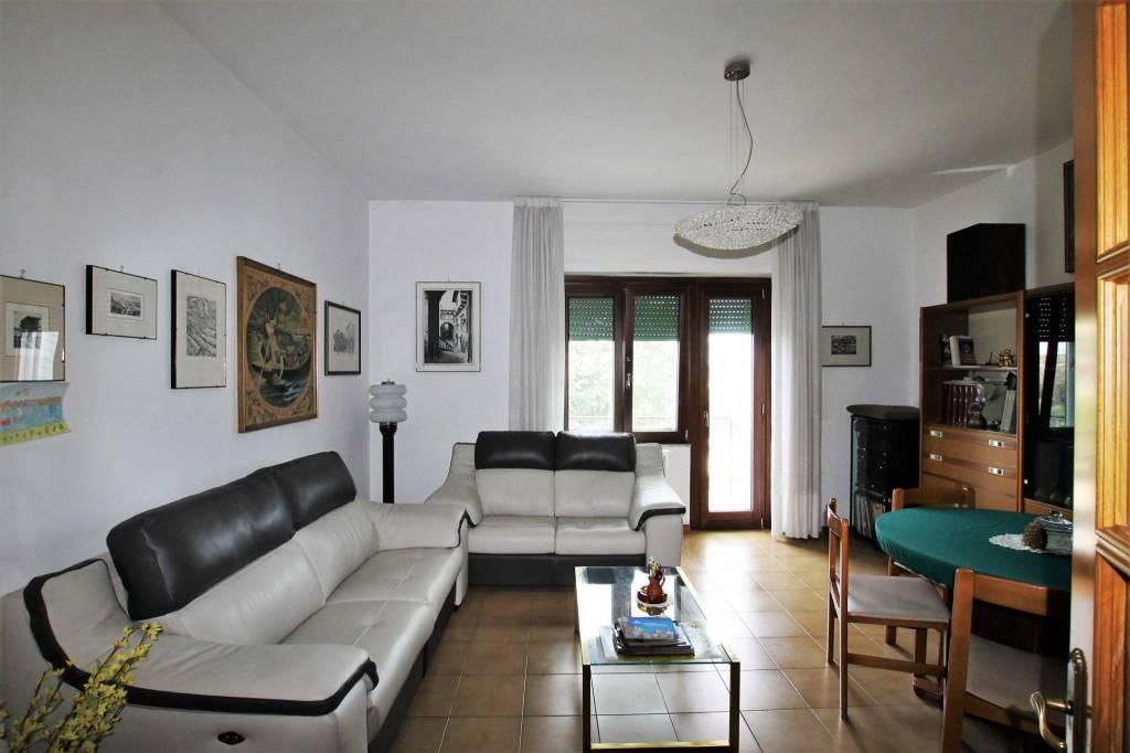 Appartamento di 95 mq in discrete condizioni, con due camere
