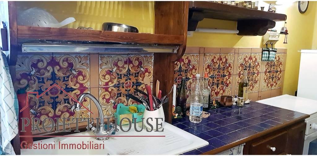 Appartamento in ottime condizioni arredato in affitto Rif. 8374479