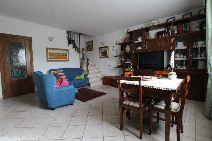 Casa Indipendente in ottime condizioni parzialmente arredato in vendita Rif. 8401279
