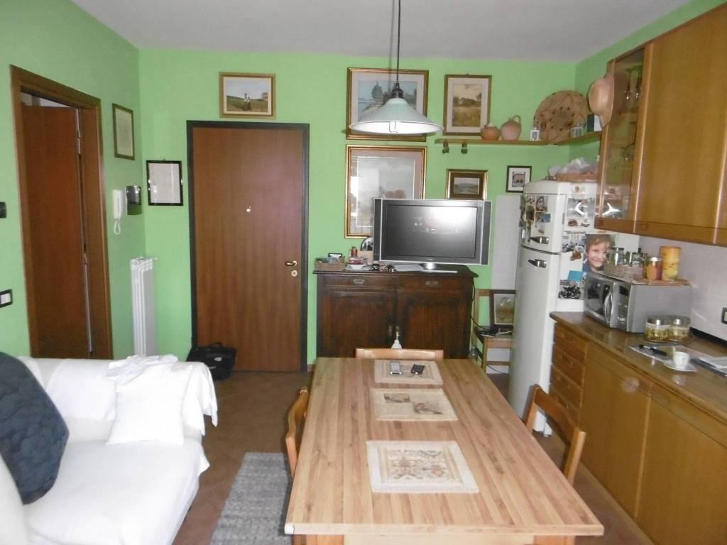 Appartamento in buone condizioni in vendita Rif. 8381524