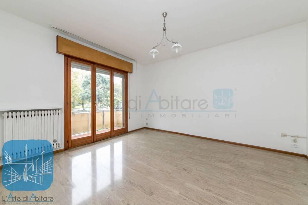 Appartamento in buone condizioni parzialmente arredato in vendita Rif. 8382817