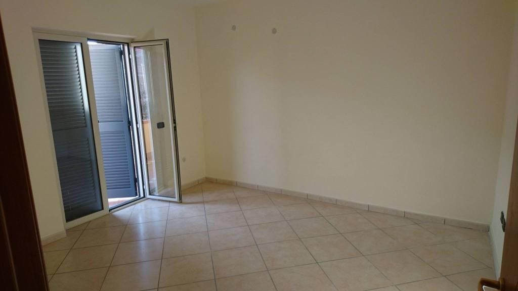 Appartamento in buone condizioni in affitto Rif. 8520297