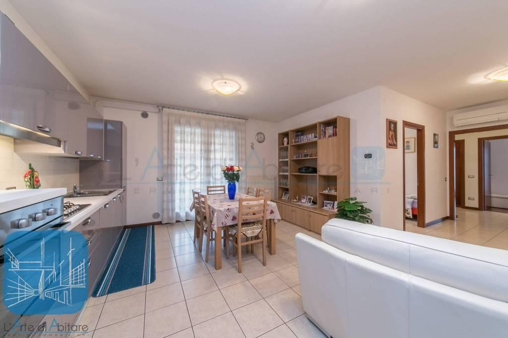 Appartamento in ottime condizioni in vendita Rif. 8382818