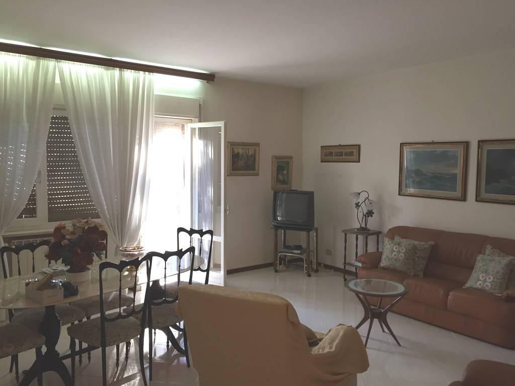Appartamento in buone condizioni arredato in affitto Rif. 8380245