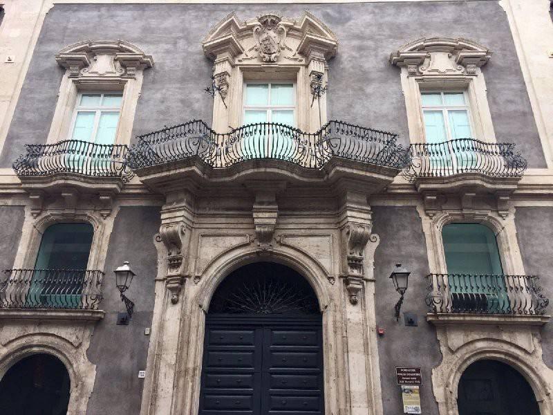 Appartamento in Vendita a Catania Centro: 2 locali, 115 mq