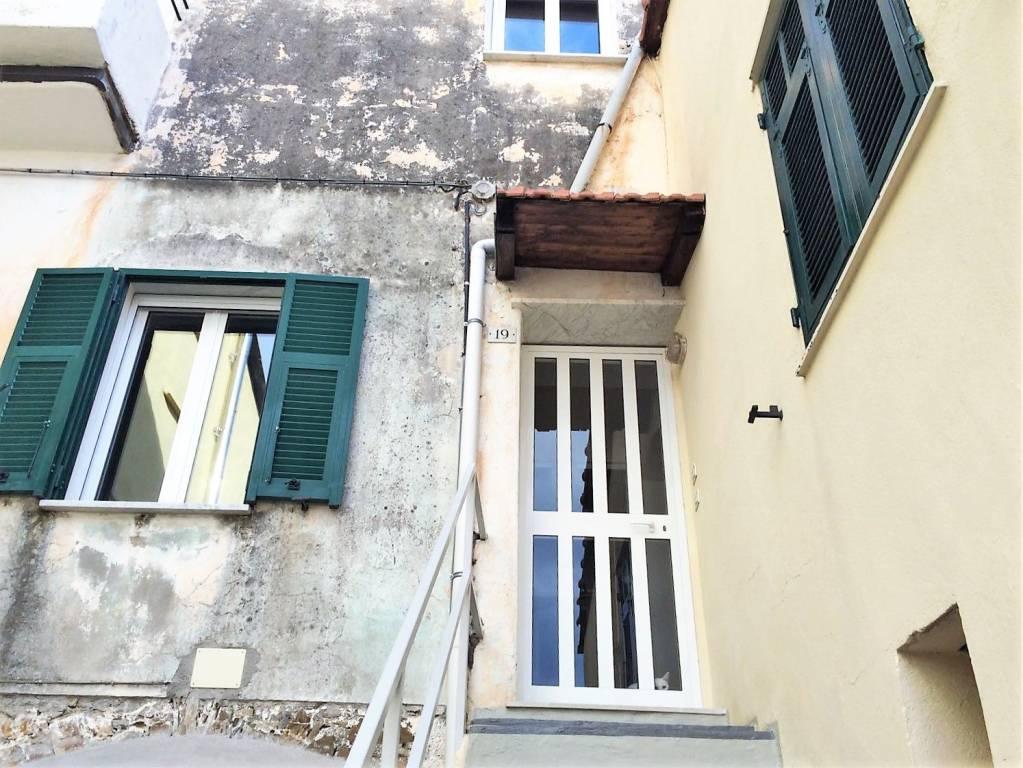 Appartamento in buone condizioni parzialmente arredato in vendita Rif. 8402969
