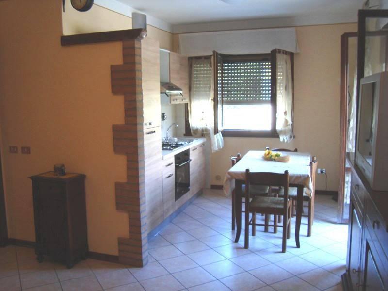 Appartamento in buone condizioni parzialmente arredato in vendita Rif. 8390231