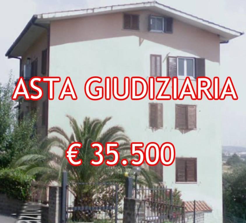 Appartamento in buone condizioni in vendita Rif. 8390151