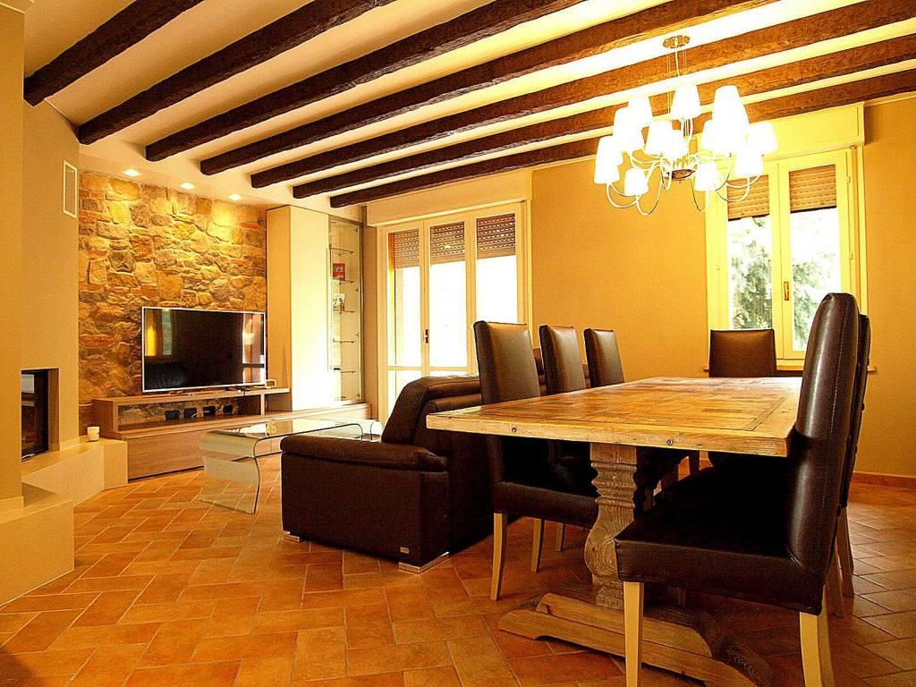 Appartamento in ottime condizioni arredato in vendita Rif. 8390203