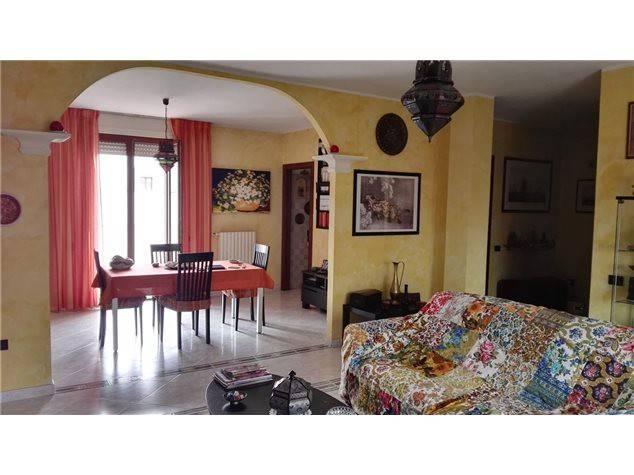 Appartamento in buone condizioni in vendita Rif. 8400378