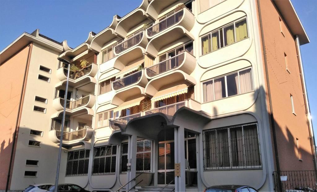 Appartamento in buone condizioni in vendita Rif. 8396526
