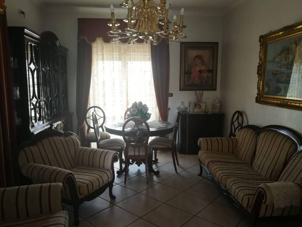 Appartamento in buone condizioni arredato in affitto Rif. 8400246