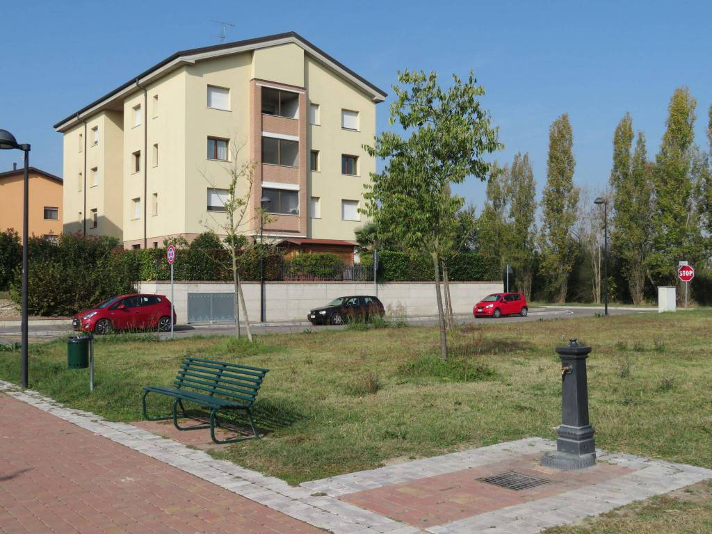 Appartamento in ottime condizioni in vendita Rif. 8396463