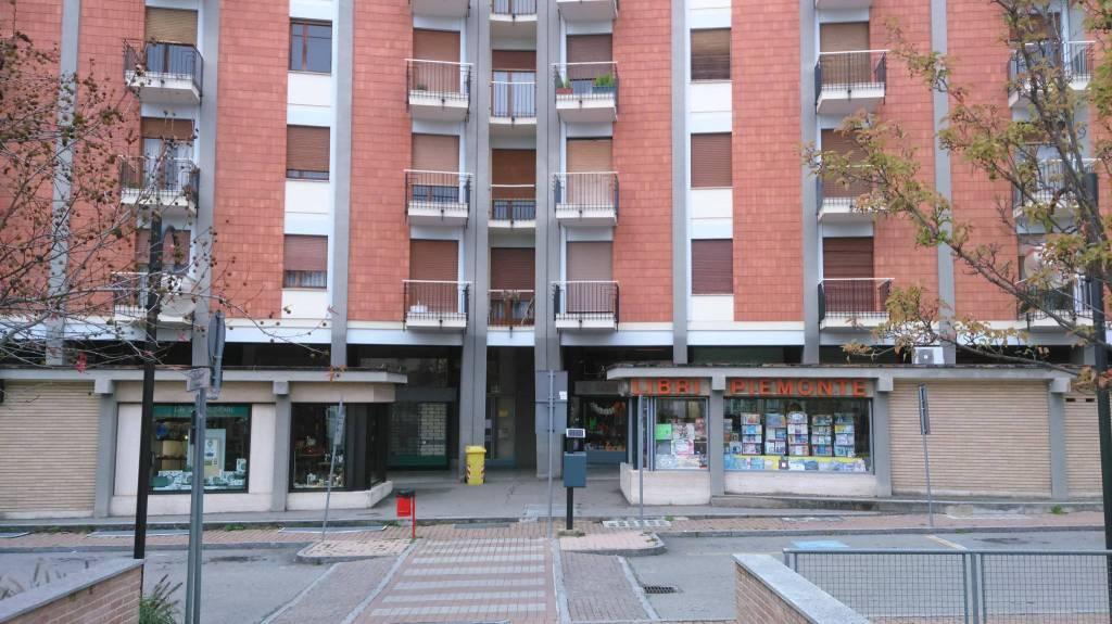 Appartamento in buone condizioni in affitto Rif. 9290308